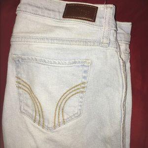 •Women's Hollister, boyfriend jeans, size 25•